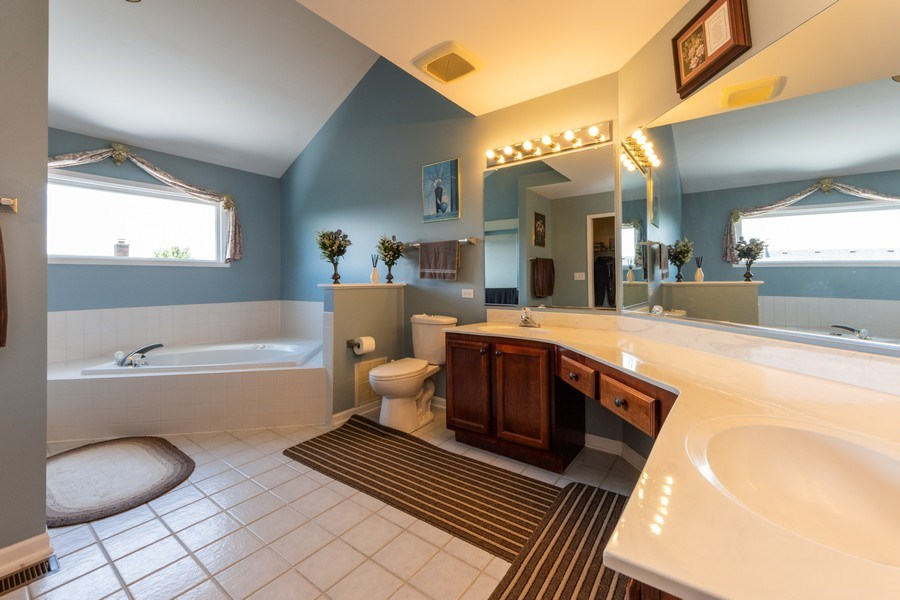 Real Estate Photography - 5255 Morningview Drive, Hoffman Estates, IL, 60192 - Master Bathroom