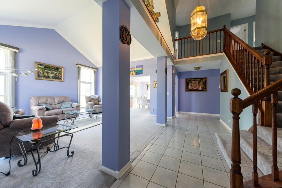 Real Estate Photography - 5255 Morningview Drive, Hoffman Estates, IL, 60192 - Foyer/Living Room
