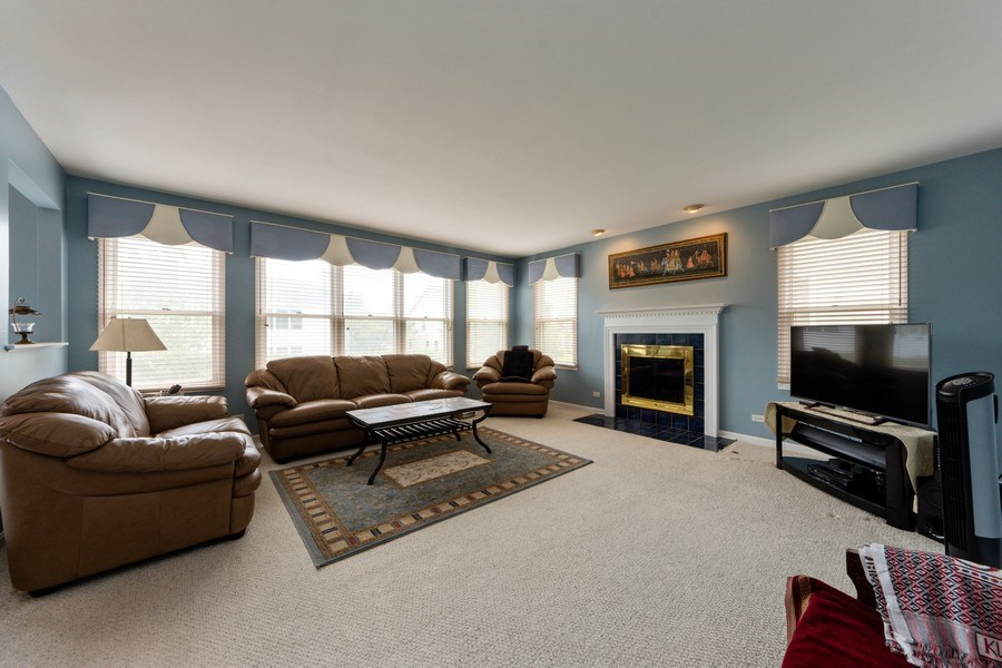 Real Estate Photography - 5255 Morningview Drive, Hoffman Estates, IL, 60192 - Family Room