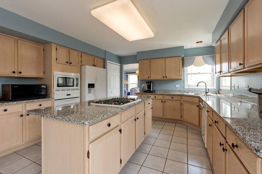 Real Estate Photography - 5255 Morningview Drive, Hoffman Estates, IL, 60192 - Kitchen