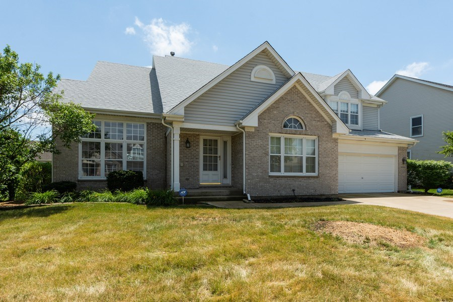 Real Estate Photography - 5255 Morningview Drive, Hoffman Estates, IL, 60192 - Front View