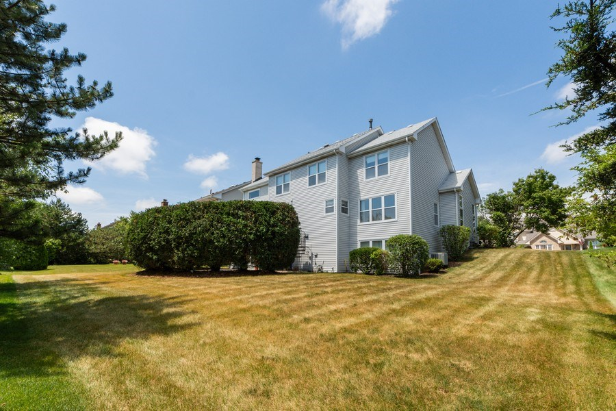 Real Estate Photography - 5255 Morningview Drive, Hoffman Estates, IL, 60192 - Rear View