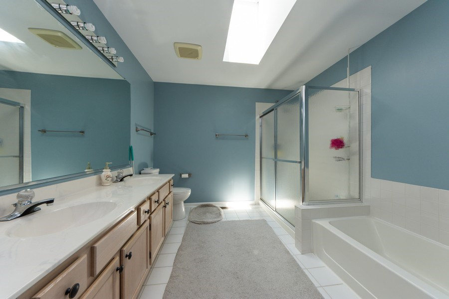 Real Estate Photography - 5255 Morningview Drive, Hoffman Estates, IL, 60192 - 2nd Bathroom