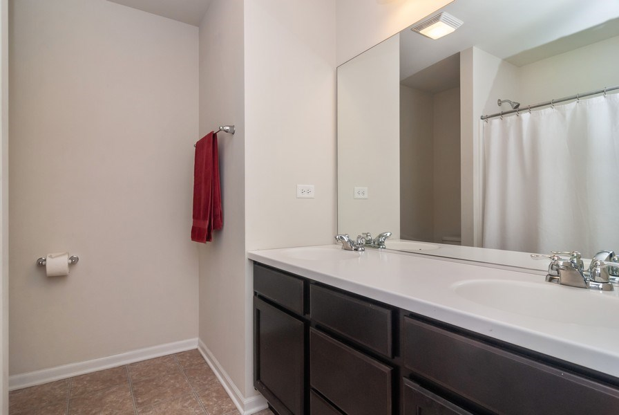 Real Estate Photography - 1423 RUBY Drive, Yorkville, IL, 60560 - 2nd Bathroom