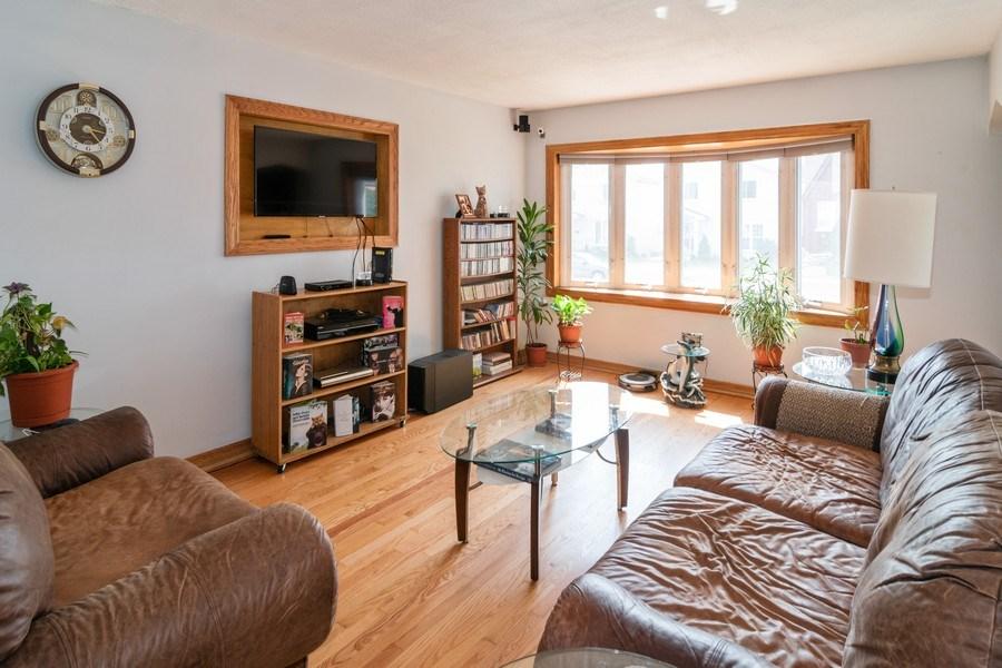 Real Estate Photography - 3625 Harvey Avenue, Berwyn, IL, 60402 - Living Room