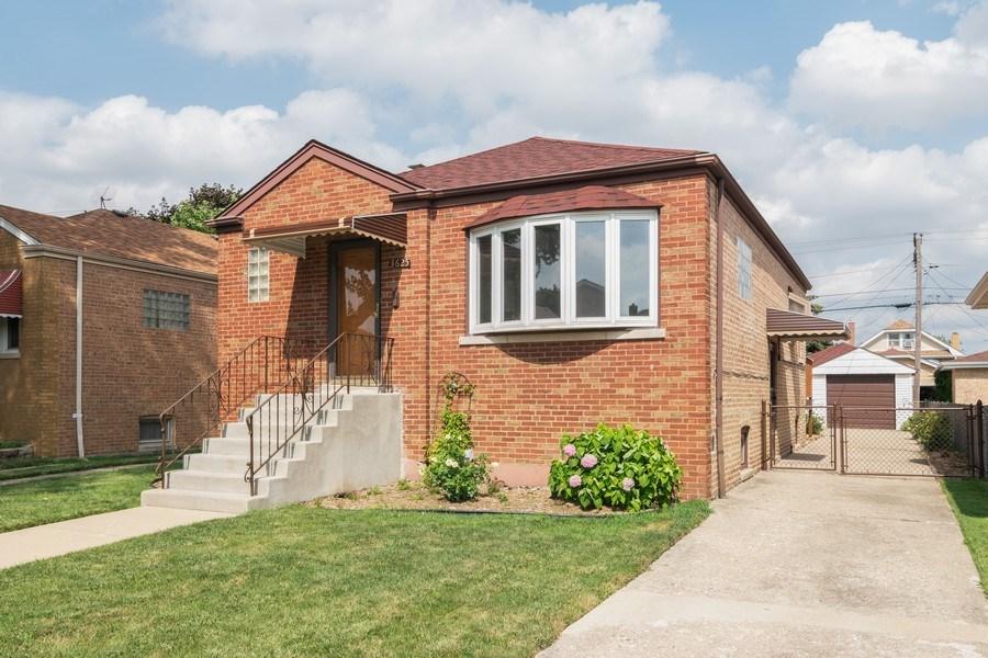 Real Estate Photography - 3625 Harvey Avenue, Berwyn, IL, 60402 - Side View