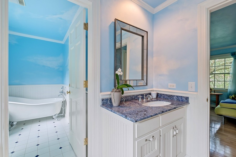 Real Estate Photography - 663 Circle Ln, Lake Forest, IL, 60045 - 3rd Bathroom