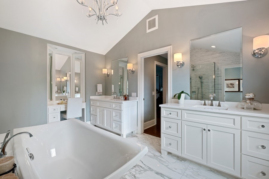 Real Estate Photography - 663 Circle Ln, Lake Forest, IL, 60045 - Master Bathroom