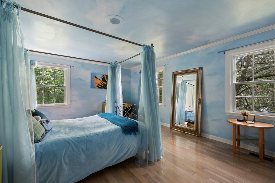 Real Estate Photography - 663 Circle Ln, Lake Forest, IL, 60045 - 2nd Bedroom