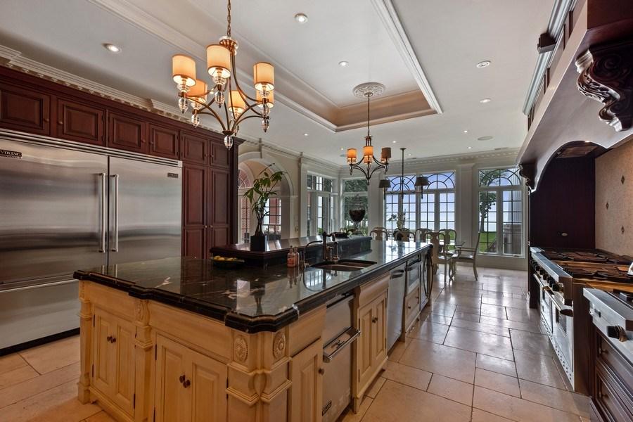 Real Estate Photography - 663 Circle Ln, Lake Forest, IL, 60045 - Kitchen