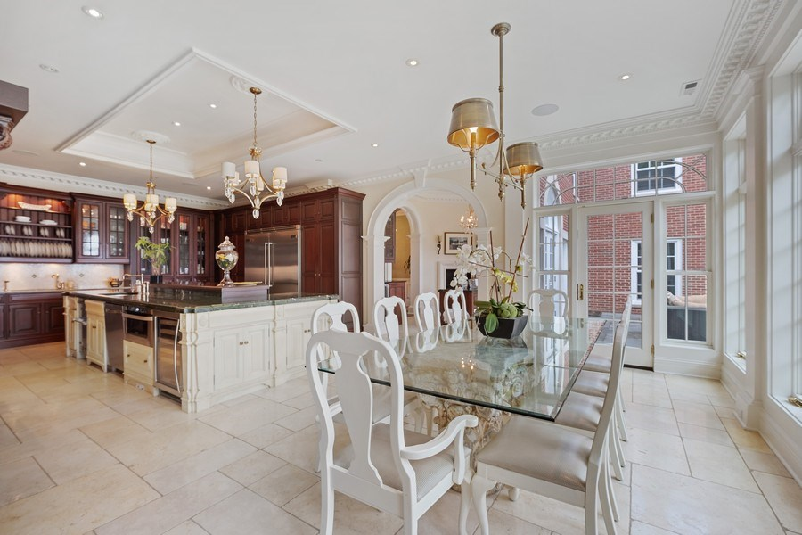 Real Estate Photography - 663 Circle Ln, Lake Forest, IL, 60045 - Kitchen / Breakfast Room