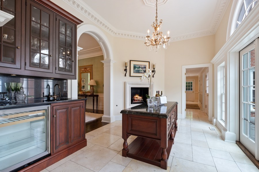 Real Estate Photography - 663 Circle Ln, Lake Forest, IL, 60045 - Butler's pantry