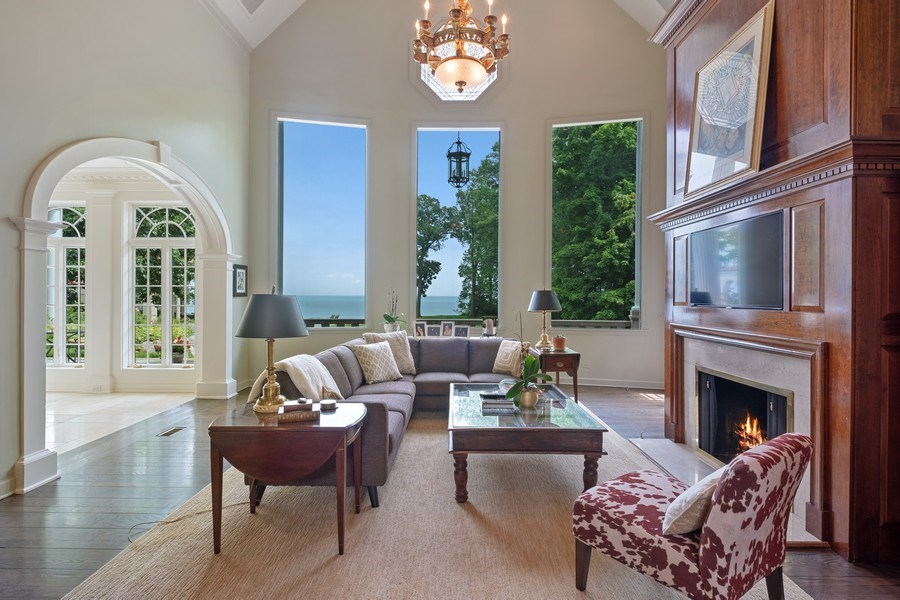 Real Estate Photography - 663 Circle Ln, Lake Forest, IL, 60045 - Family Room
