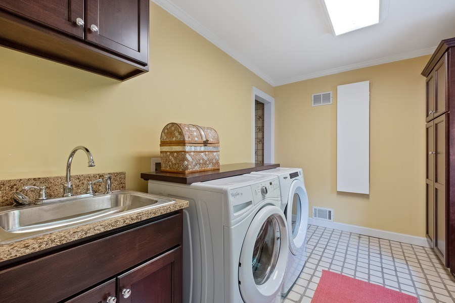 Real Estate Photography - 663 Circle Ln, Lake Forest, IL, 60045 - Laundry Room