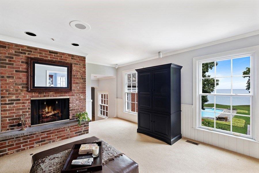 Real Estate Photography - 663 Circle Ln, Lake Forest, IL, 60045 - Den