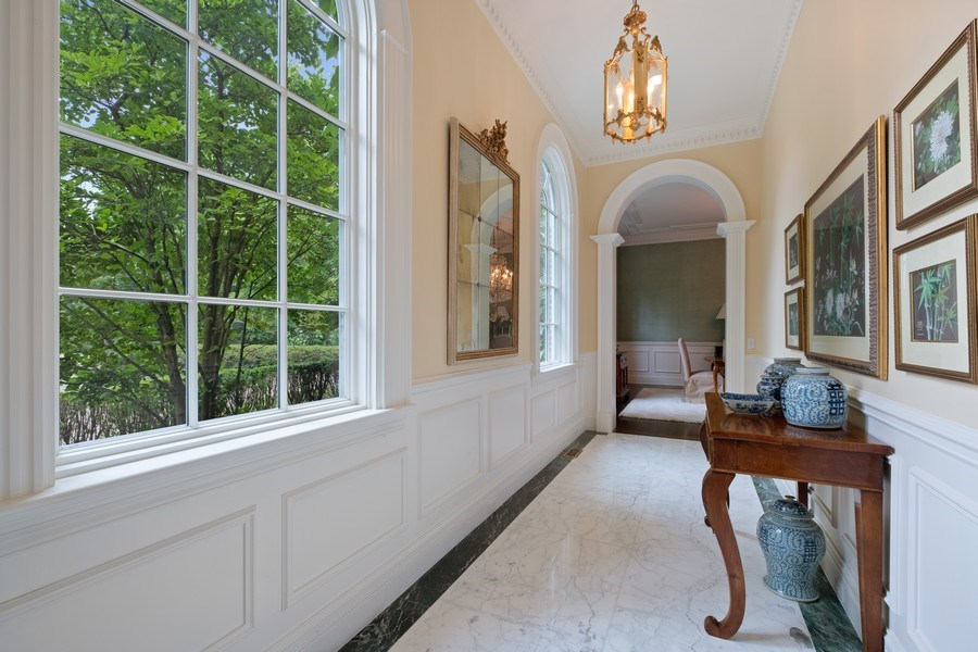 Real Estate Photography - 663 Circle Ln, Lake Forest, IL, 60045 - Hallway