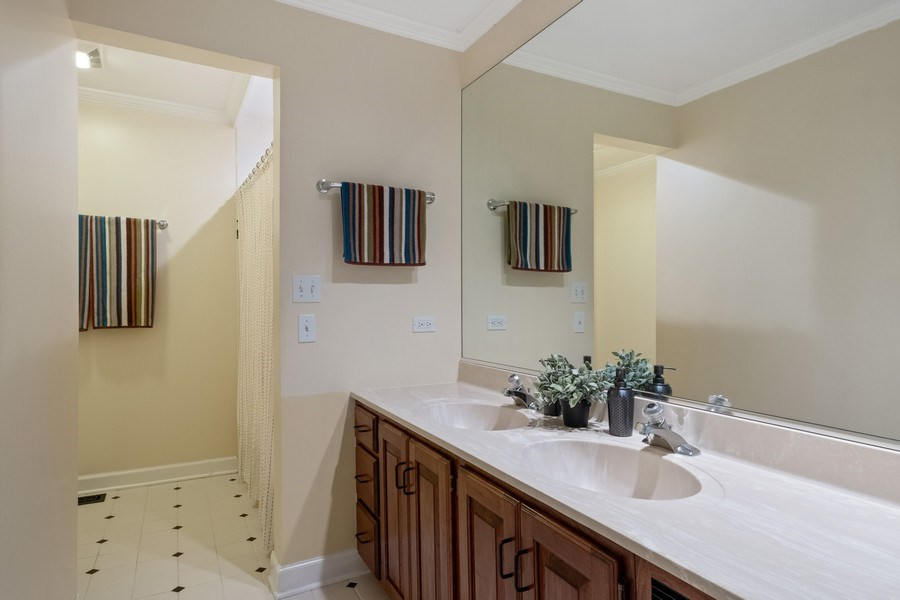 Real Estate Photography - 663 Circle Ln, Lake Forest, IL, 60045 - Bathroom
