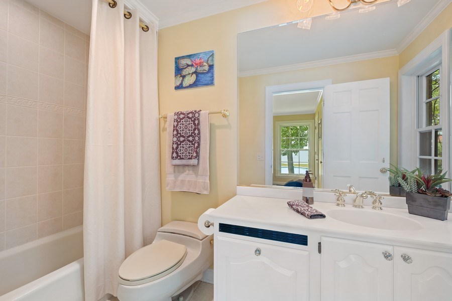 Real Estate Photography - 663 Circle Ln, Lake Forest, IL, 60045 - 2nd Bathroom