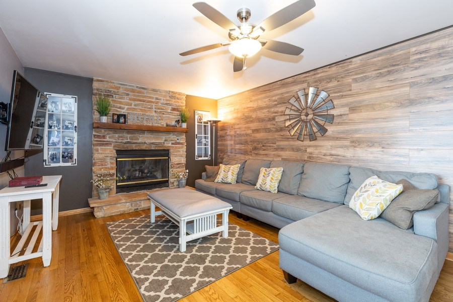 Real Estate Photography - 700 Auburn Ct, Crystal Lake, IL, 60014 - Family Room