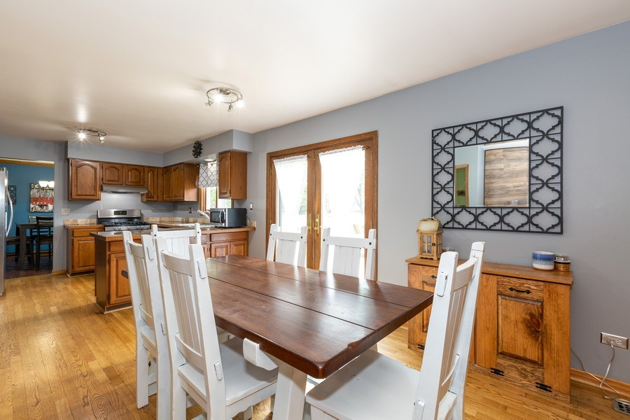 Real Estate Photography - 700 Auburn Ct, Crystal Lake, IL, 60014 - Eat-In Area