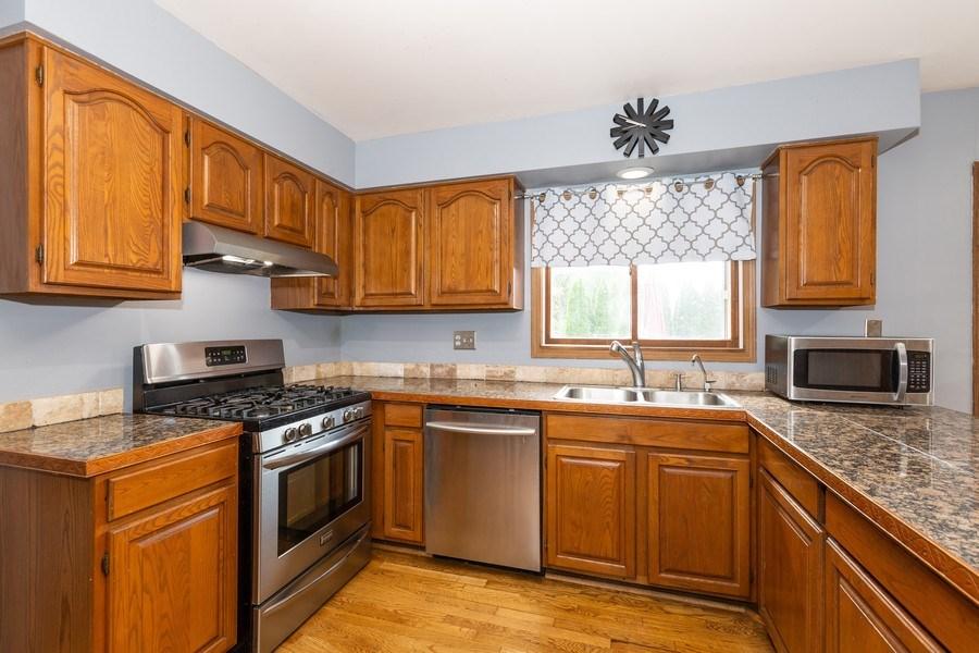 Real Estate Photography - 700 Auburn Ct, Crystal Lake, IL, 60014 - Kitchen