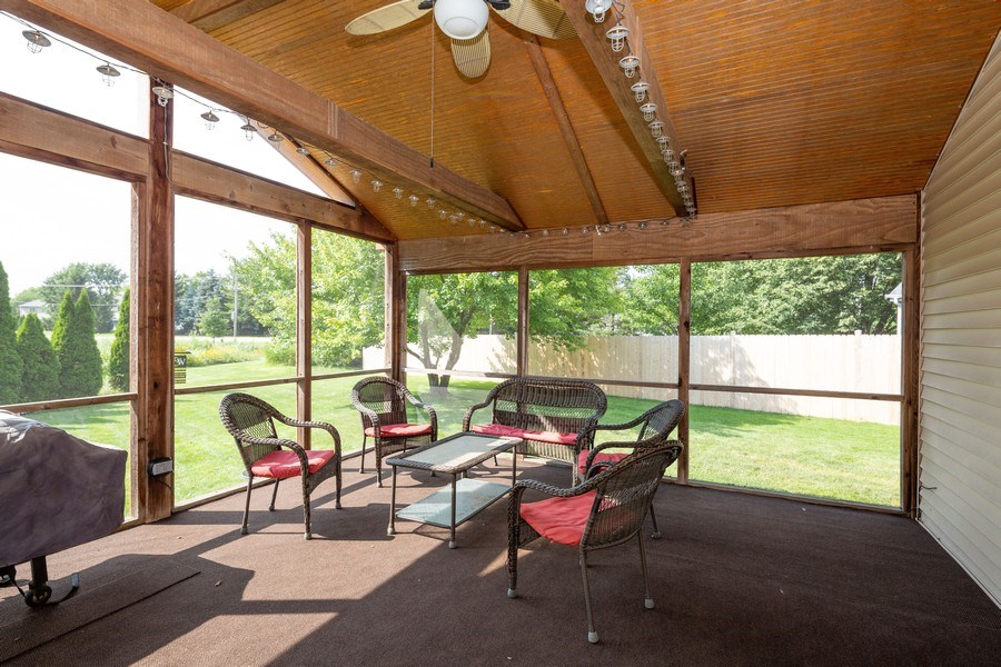 Real Estate Photography - 700 Auburn Ct, Crystal Lake, IL, 60014 - Sun Room