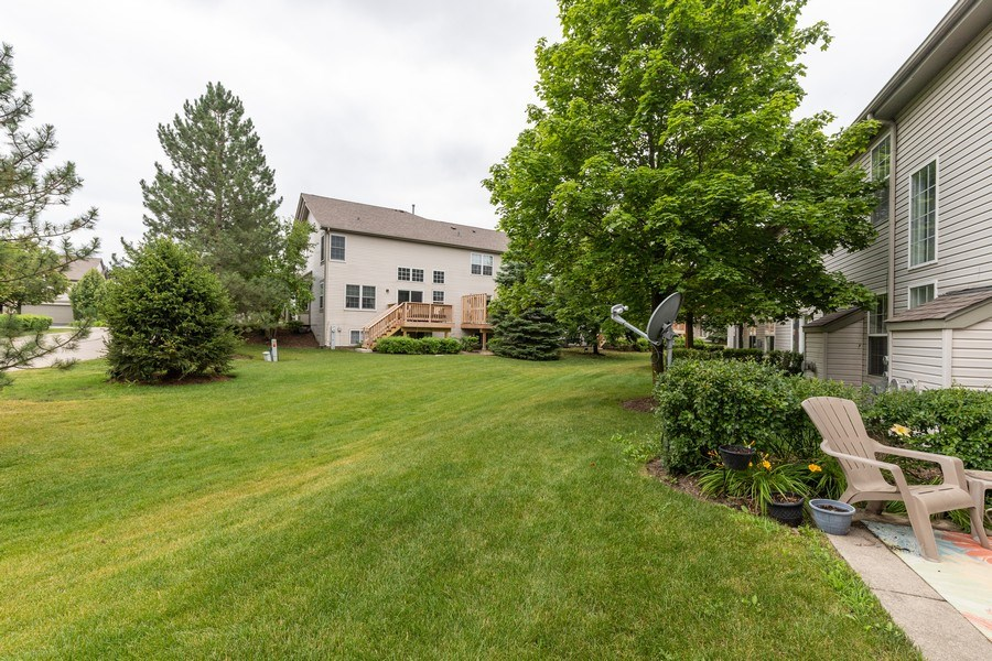 Real Estate Photography - 437 Ashwood Ct, Lindenhurst, IL, 60046 - Back Yard