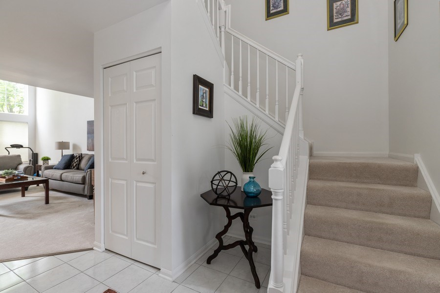 Real Estate Photography - 437 Ashwood Ct, Lindenhurst, IL, 60046 - Foyer