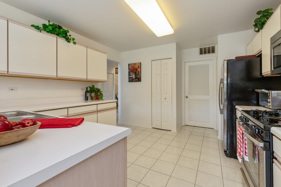 Real Estate Photography - 437 Ashwood Ct, Lindenhurst, IL, 60046 - Kitchen