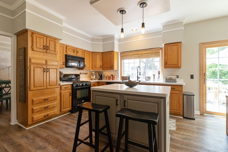 Real Estate Photography - 1128 Chesapeake Blvd, Grayslake, IL, 60030 - Kitchen