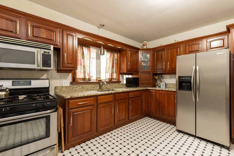 Real Estate Photography - 3703 Cuyler Ave, Berwyn, IL, 60402 - Kitchen