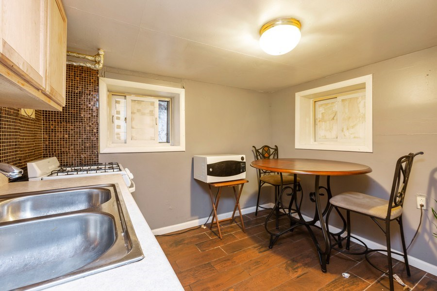 Real Estate Photography - 1122 N. Wolcott Avenue, Chicago, IL, 60622 - Kitchen
