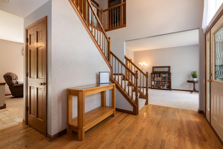 Real Estate Photography - 3 Fieldcrest Court, Algonquin, IL, 60102 - Foyer
