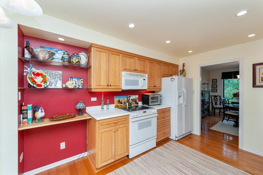 Real Estate Photography - 801 Oak Hill Road, Unit 471, Lake Barrington, IL, 60010 - Kitchen