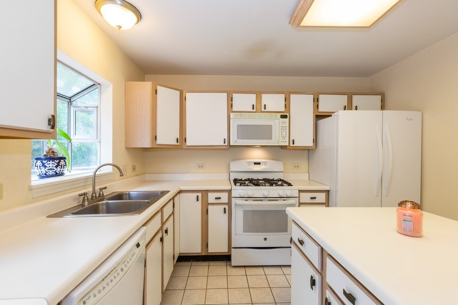 Real Estate Photography - 2269 N. Pheasant Ridge Court, Round Lake Beach, IL, 60073 - Bright kitchen w/greenhouse window for plants.