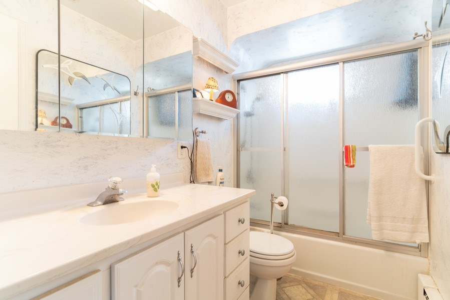 Real Estate Photography - 118 S. BELMONT Avenue, Arlington Heights, IL, 60005 - Bathroom