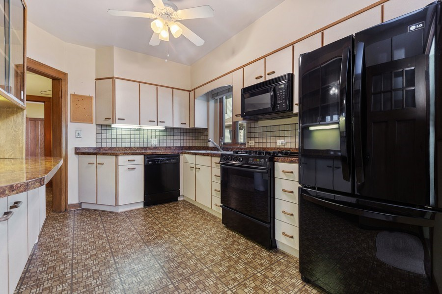 Real Estate Photography - 264 Addison Rd, Riverside, IL, 60546 - Kitchen