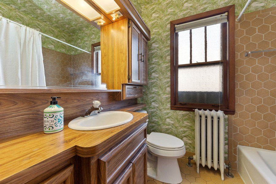 Real Estate Photography - 264 Addison Rd, Riverside, IL, 60546 - Bathroom