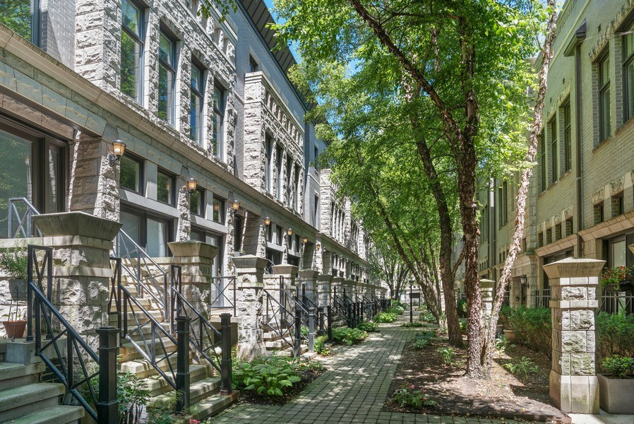 Real Estate Photography - 930 N. Clark Street, Unit E, Chicago, IL, 60610 - GATED COURTYARD