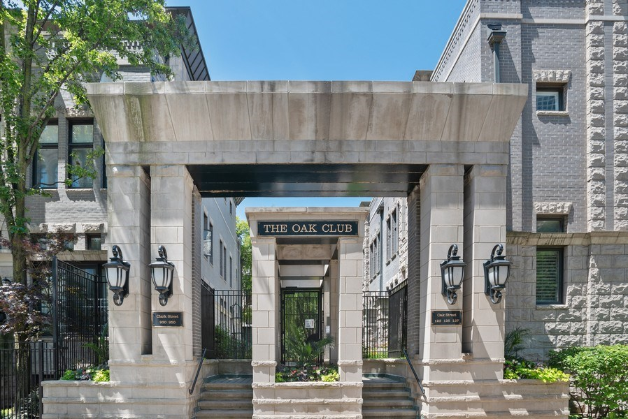 Real Estate Photography - 930 N. Clark Street, Unit E, Chicago, IL, 60610 - Front View