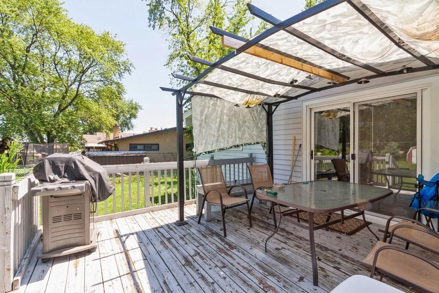 Real Estate Photography - 17W062 Hawthorne Avenue, Bensenville, IL, 60106 - Deck