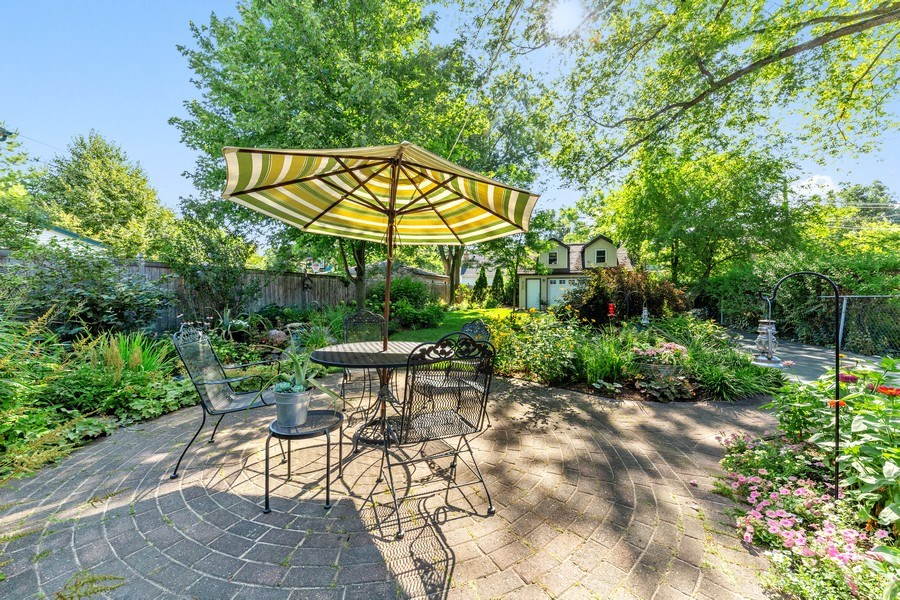 Real Estate Photography - 133 Barrypoint Rd, Riverside, IL, 60546 - Paver Patio