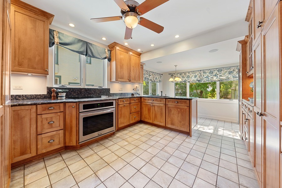 Real Estate Photography - 133 Barrypoint Rd, Riverside, IL, 60546 - Kitchen