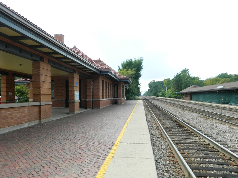 Real Estate Photography - 133 Barrypoint Rd, Riverside, IL, 60546 - Riverside Metra Train Station