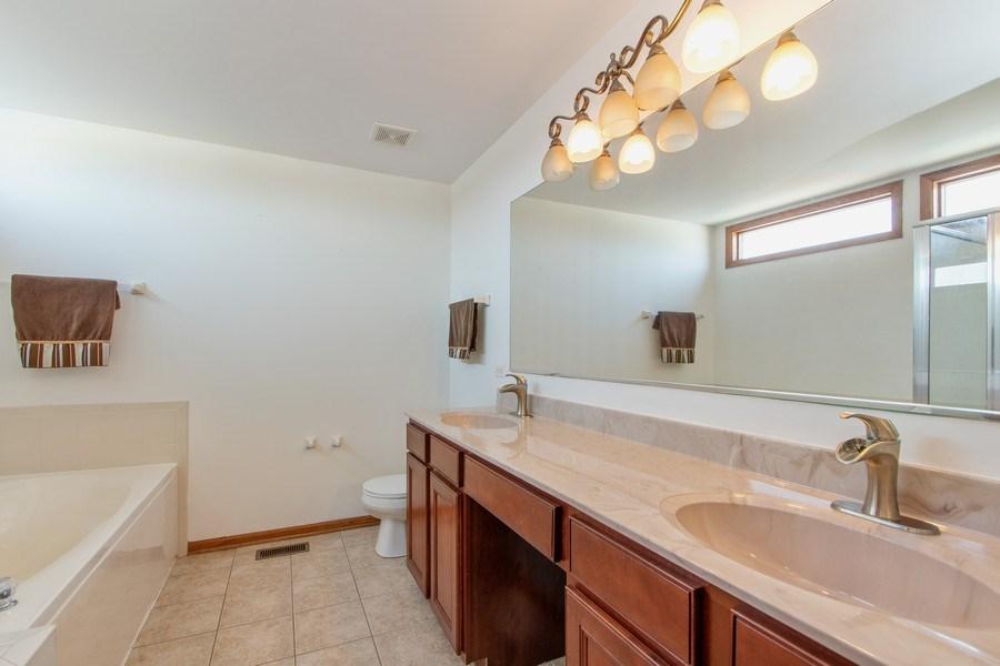 Real Estate Photography - 18284 Semmler Drive, Tinley Park, IL, 60487 - Master Bathroom