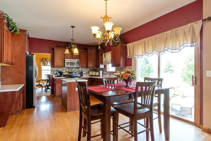 Real Estate Photography - 18284 Semmler Drive, Tinley Park, IL, 60487 - Kitchen / Breakfast Room