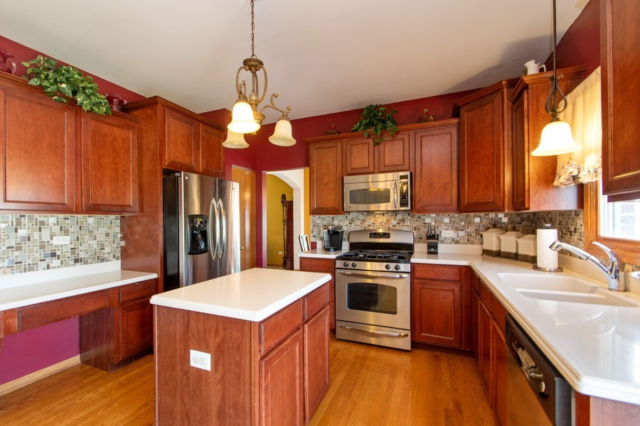 Real Estate Photography - 18284 Semmler Drive, Tinley Park, IL, 60487 - Kitchen