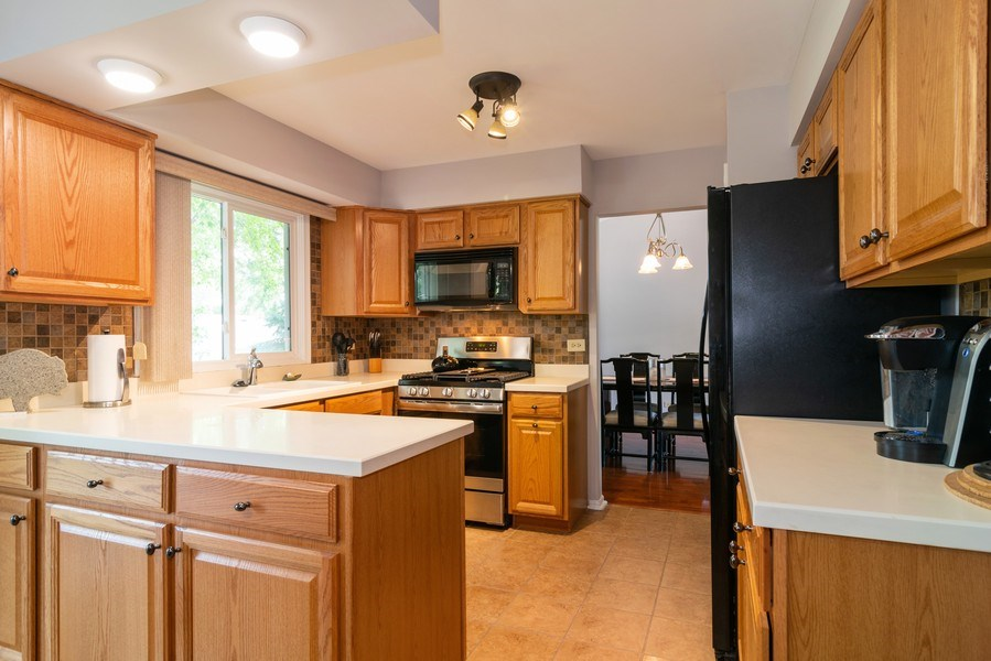 Real Estate Photography - 4105 Victoria Drive, Hoffman Estates, IL, 60192 - Kitchen