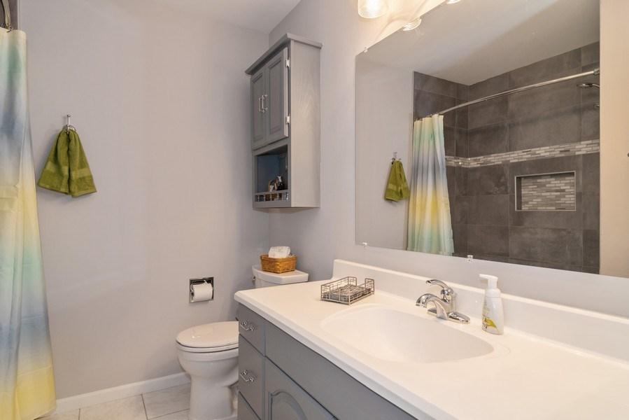 Real Estate Photography - 4105 Victoria Drive, Hoffman Estates, IL, 60192 - Bathroom