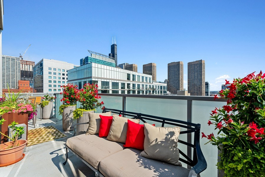 Real Estate Photography - 659 West Randolph St, 1806, Chicago, IL, 60661 - Terrace